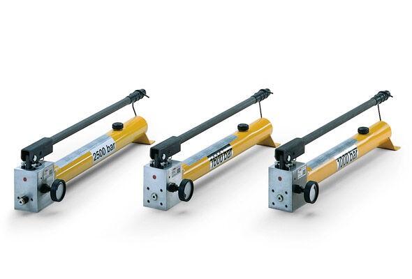 High-pressure hand pumps